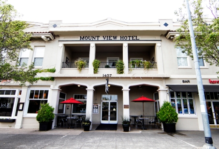 MountViewHotel-Front-100-years-of-hospitality-bright
